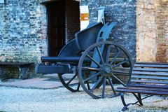 War cannon and bench, Castello, Conegliano Veneto. War cannon and bench outside the medieval Castello, in Conegliano, in Veneto, Treviso, Italy, Europe Stock Photo