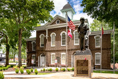 War Memorial in front of Loudon County Courthouse royalty free stock photography
