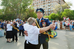 War veteran dances with a woman on Victory Day celebration in Volgograd Royalty Free Stock Image