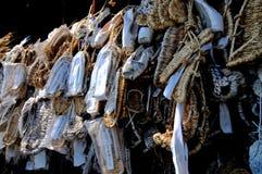 Waraji en het balletpantoffels die van strosandals voor de tempel Zenko -zenko-ji in Nagano, Japan hangen stock afbeelding