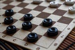 Warcaby w szachownicie przygotowywającej dla bawić się 3d abstrakcjonistyczna pojęcia gry ilustracja Gra planszowa hobby warcaby  zdjęcie stock