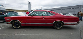 Ware grootteauto Ford Galaxie 500/XL Stock Foto's
