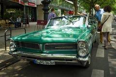 Ware grootteauto Pontiac convertibele Bonneville, 1963 Stock Foto