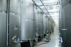 Warehouse con los tanques del vino Imágenes de archivo libres de regalías