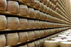 Warehouse de formas en una lechería italiana imagen de archivo