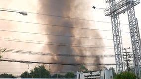 Warehouse en el fuego almacen de metraje de vídeo