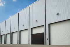 Warehouse exterior con las puertas del obturador Fotos de archivo