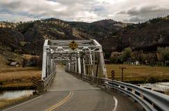 Waren durch Binder-Brücke Stockbild
