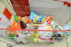 Warenkorb an Hyperstar-Supermarkt Stockfotografie