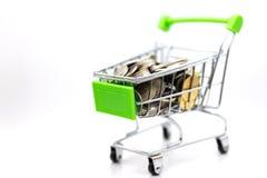 Warenkorb mit Kasten nach innen für Einzelhandel Bildgebrauch für das on-line-- und Offlineeinkaufen, Marktplatz weltweit stockfotos