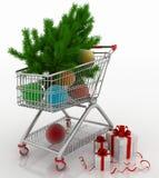 Warenkorb voll mit Weihnachtsbällen mit Tannenbaum und Geschenkboxen Lizenzfreie Stockfotos