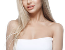 Warg ramion podbródka nosa uśmiechu Pięknej kobiety portreta twarzy blond studio Obrazy Stock
