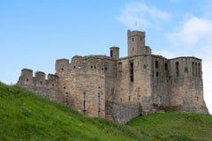 WARKWORTH CUMBRIA/UK - AUGUSTI 17: Warkworth slott i Warkwort Royaltyfri Foto