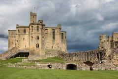 WARKWORTH CUMBRIA/UK - AUGUSTI 17: Warkworth slott i Warkwort Royaltyfria Foton