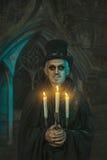 Warlock αρσενικό με κηροπήγια διαθέσιμα Στοκ εικόνα με δικαίωμα ελεύθερης χρήσης