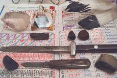 Warlock ο πολεμιστής έθεσε και ανοίγει το κύριο ημερολόγιο ` s Στοκ Εικόνες