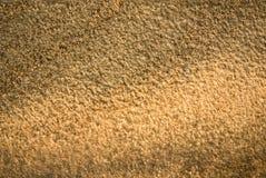 Warm beleuchtete Sandsteinwand Stockfoto