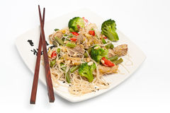 Warm Chinese salad with rice noodles Royalty Free Stock Photos