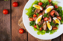 Warm salad with chicken liver, green beans, eggs, tomatoes Royalty Free Stock Photography