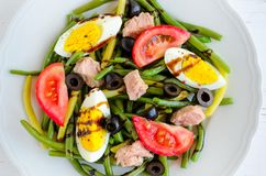 Warm salad with green beans, tuna, tomatoes and boiled eggs Royalty Free Stock Photos
