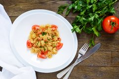 Warm salad with seafood in a white bowl on a wooden background. Royalty Free Stock Photos