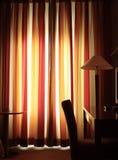 Warme avond in de hotelruimte. Royalty-vrije Stock Afbeeldingen