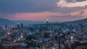 Warme avond in Sarajevo, mooie horizon bij schemer Stock Afbeeldingen