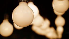 Warme Birnenlampe der Weinlese dekorativ im Haus Stockbild