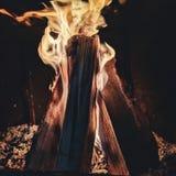 Warme Flammen in kalte Tage stockfotografie