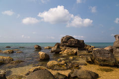 Warme overzees en stenen Stock Fotografie