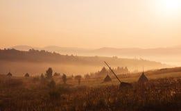 Warme Sonnenaufganglandschaft im ländlichen Gebiet Stockfotografie