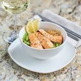 Warmer Salat mit Aal und Reis Stockfotos