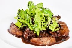 Warmer Salat mit den hühnerlebern Lizenzfreie Stockfotos