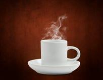Warmer Tasse Kaffee mit Schaumgummi stockfotos
