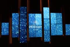 Warmes und freundliches helles Blau- und weißesbewegliches Zeichen, das nach innen Leute, das Hilton, Austin, Texas, 2018 begrüßt stockfotos