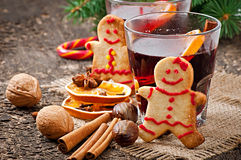 Warming mulled wine, spices and gingerbread cookie Royalty Free Stock Photography
