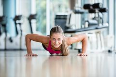 Warming up and doing some push ups a the gym Royalty Free Stock Photography