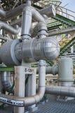 Warmtewisselaar in raffinaderijinstallatie Stock Foto's