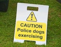 Warnen über Polizeihunde. Lizenzfreie Stockfotografie