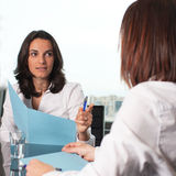 Warnen von einem weiblichen Chef lizenzfreies stockfoto