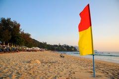 Warnende Flagge auf dem Strand Lizenzfreies Stockbild
