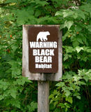 Warnender schwarzer Bärn-Lebensraum lizenzfreies stockfoto