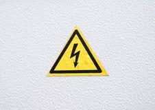 Warnendes Gefahrenzeichen auf Metall Lizenzfreies Stockfoto