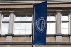 Warner brossflagga i amsterdam royaltyfri fotografi