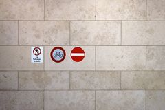 Warning sign on the marble wall Royalty Free Stock Photography