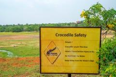 Warnschild - Krokodile Stockfotografie