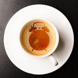 Warnung auf Schale frischem Espresso Lizenzfreies Stockfoto