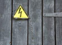 Warnzeichen auf der grauen Tür Stockfotografie