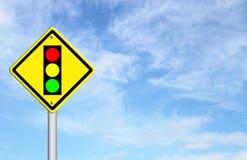 Warnzeichen der Ampel voran Lizenzfreie Stockbilder