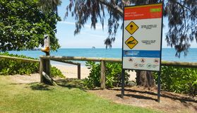 Warnzeichen der Palmen-Bucht-Steinhaufen Lizenzfreies Stockfoto